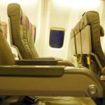 Nur geringer Sitzkomfort im Flugzeug – wenig Beinfreiheit in der Touristenklasse