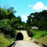 Mit Taschenlampe auf Tunneltour in Trinidad