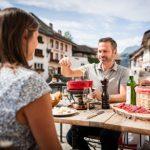 Fribourg inszeniert Fondue-Genuss mit Aussicht