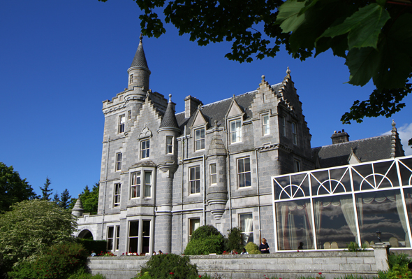 Das Ardoe House Hotel & Spa in Aberdeen erinnert äußerlich stark an ein Schloss. (Foto Karsten-Thilo Raab)
