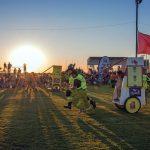 Verrücktes Outback:Bullenreiten, Krebs-Rennen undflitzende Klo-Häuschen
