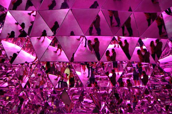Im Kristalldom sorgen zahllose Spiegel für besondere Hingucker. (Foto Karsten-Thilo Raab)
