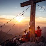 Warth-Schröcken – blaue Stunde am Gipfelkreuz