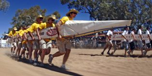 Kuriose Henley-on-Todd Regatta in Alice Springs: Bootsrennen auf dem Trockenen