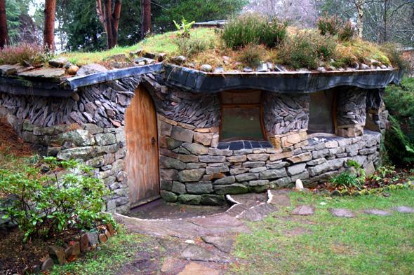 Das Meditationshäuschen in Findhorn könnte auch ein Hobbit-Bau sein. - Foto Karsten-Thilo Raab
