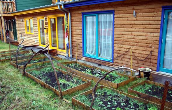 Zu den Häusern gehören immer auch mehr oder weniger große, individuelle Anbauflächen. - Foto Karsten-Thilo Raab