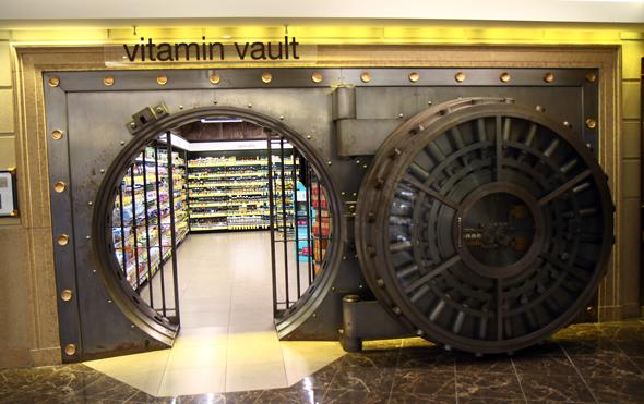 Kurioses Einkaufserlebnis: Das Vitamin-Gewölbe im Drogeriemarkt Walgreens in Wicker Park. - Foto Karsten-Thilo Raab