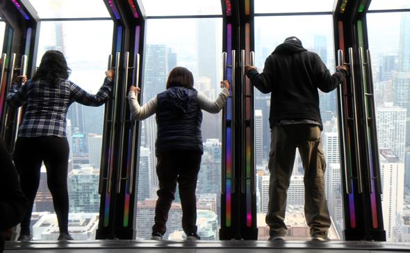 The Tilt im Hancock Tower ist nur für Schwindelfreie. - Foto Karsten-Thilo Raab